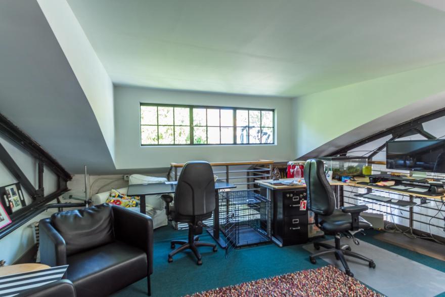 511 W 4th St Unit 1-large-014-021-Upper Level Office-1500x1000-72dpi