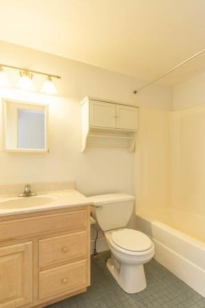 519 W Smith Ave Bloomington IN-large-013-055-Bathroom-667x1000-72dpi