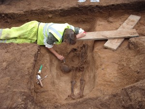 11-decapitated-Roman-burial-under-excavation-(2)