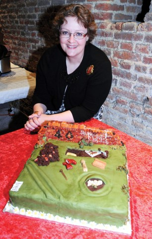 Basingstoke-Archaeological-40th-birthday-cake