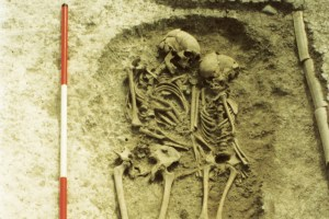 Double-burial-at-Edix-Hill-of-an-adult-woman-and-a-child-aged-around-10-or-11-when-they-died-of-plague-int-he-mid-6th-century