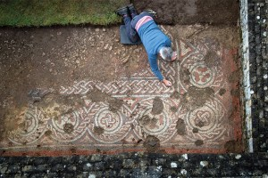 Archaeologist-Martin-Papworth-with-the-mosaic,-credit-National-Trust-Stephen-Haywood-copy