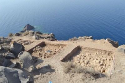 Νέα ευρήματα από την ανασκαφή στη Θηρασία. Εντοπίστηκε μνημειώδες ελλειψοειδές κτήριο