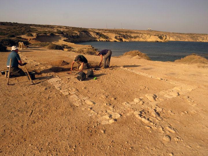 Βρετανοί στρατιώτες συνεργάστηκαν με την αρχαιολογική αποστολή του Πανεπιστημίου του Λέστερ που κάνει ανασκαφές στο Ακρωτήρι της Κύπρου (φωτ. Simon James).