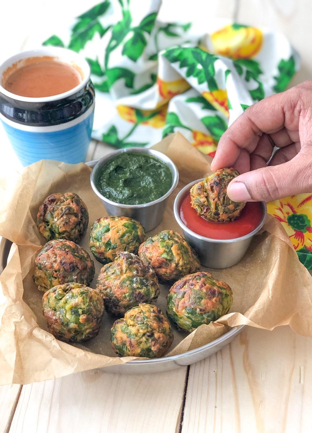 Crispy Palak Pakora Recipe - Made In Kuzhi Paniyaram Pan by ...