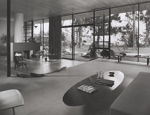 Case Study House #9 / Entenza House, 1950 Pacific Palisades, CA / Eames & Saarinen, architects  © Julius Schulman