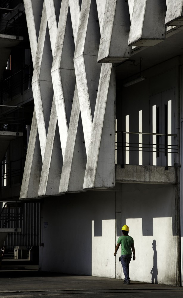 Argos, Building for an Electrical Generator at a Cement Factory - Felipe Gonzalez-Pacheco © Andrés Valbuena