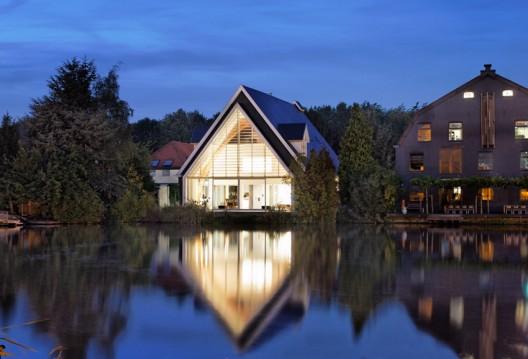 House In A Church / Ruud Visser Architects © René de Wit