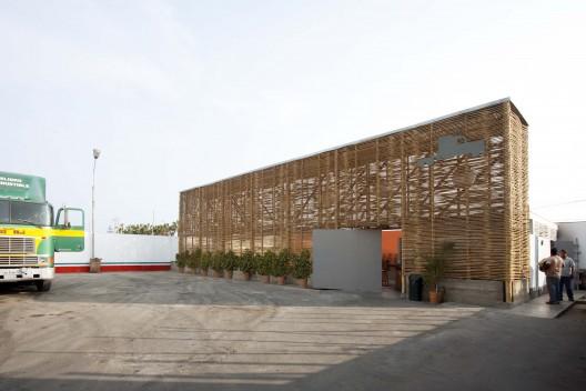 El Camion Restaurant / LLONA + ZAMORA Arquitectos + Fernando Mosquera © Michelle Llona R