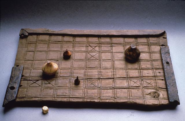 Un gioco da tavolo da vichinghi il hnefatafl - Gioco da tavolo scarabeo ...