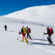 Skitour zur Ötzifundstelle mit dem Extrem-Skifahrer Axel Naglich<br/>Skitour al luogo di ritrovamento di Ötzi con lo scialpinista Axel Naglich <br/>Skitour to the findspot of the Iceman wit the extreme athlete Axel Naglich<br/><br/>