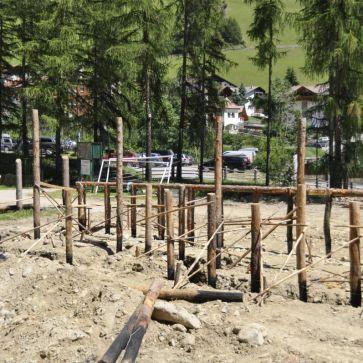 Arbeiten für das neue Areal im Freilichtbereich<br/>Lavori nell'area nuova della zona all'aperto dell'archeoParc della val Senales<br/>Working for the new outside area of archeoParc <br/><br/>Summer 2016