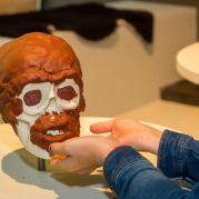 Wie hat Ötzis Gesicht ausgesehen?<br/>Come era il viso di Ötzi?<br/>How did Ötzi look like?