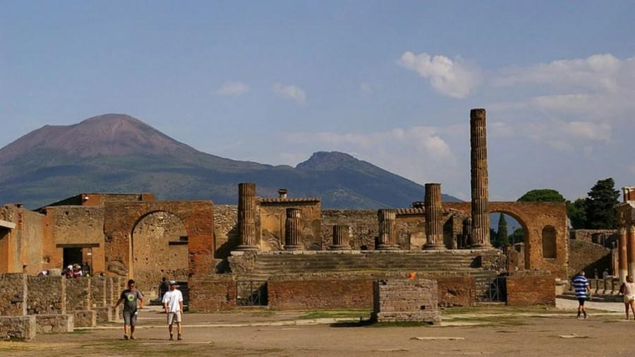 Pompei, foro, branding