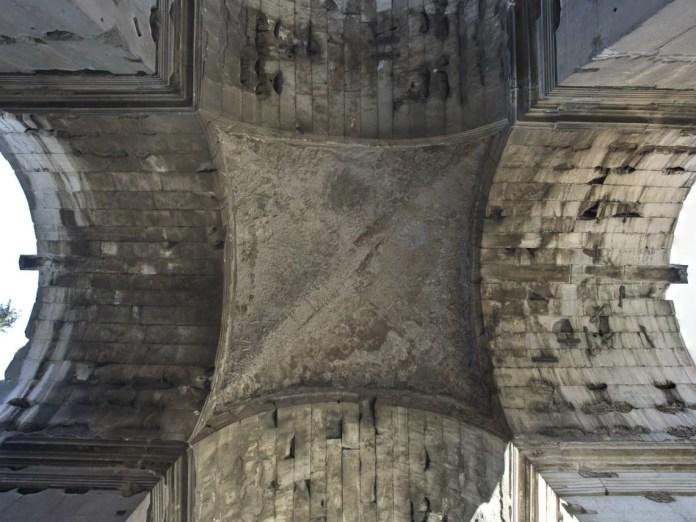 La visione da sotto l'Arco di Giano