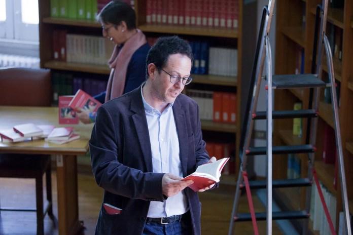 Giuliano De Felice reading