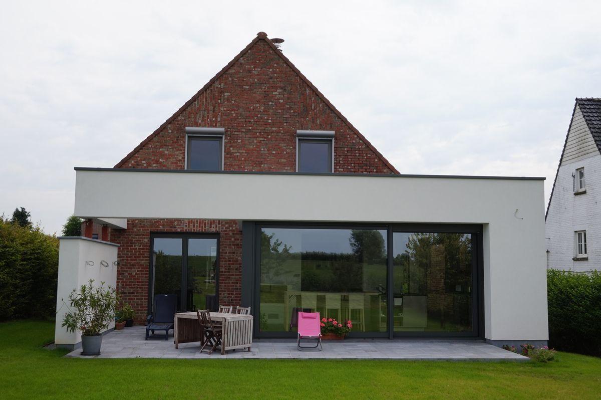 Extension contemporaine d 39 une villa ways genappe for Annexe maison moderne