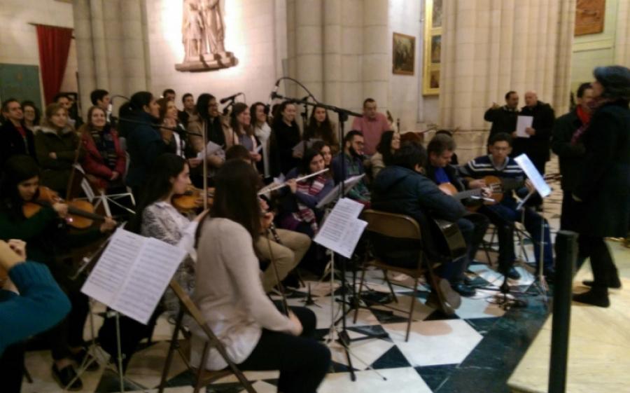 La catedral acoge la vigilia de oración de los jóvenes con el arzobispo