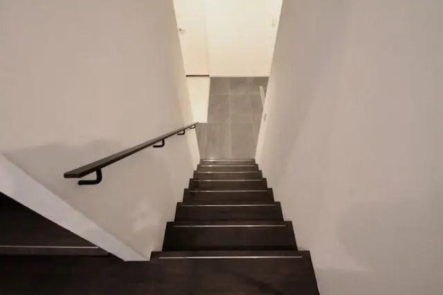 2.目黒区注文住宅の階段