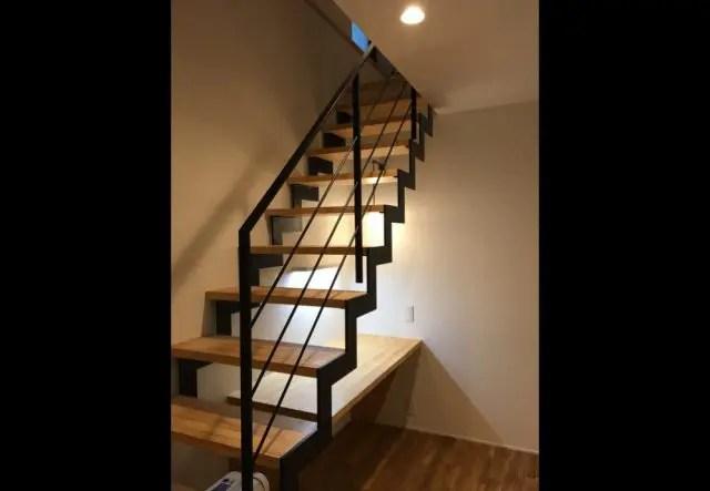 17.練馬区注文住宅の地下室階段写真