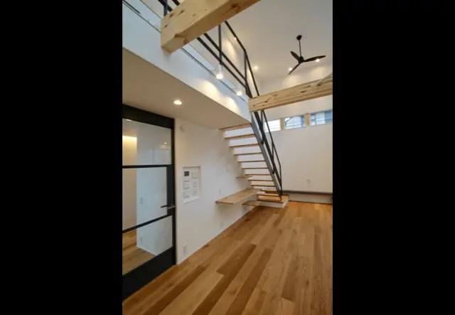 武蔵野市に注文住宅を建てる工務店|階段画像