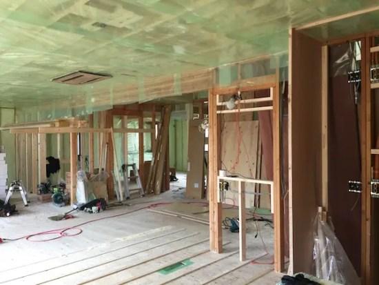練馬区リフォーム現場の床下地施工の様子