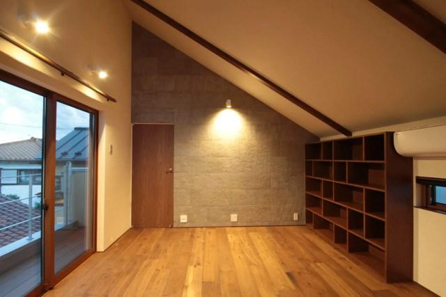 小金井市注文住宅TJ邸の造作本棚の画像