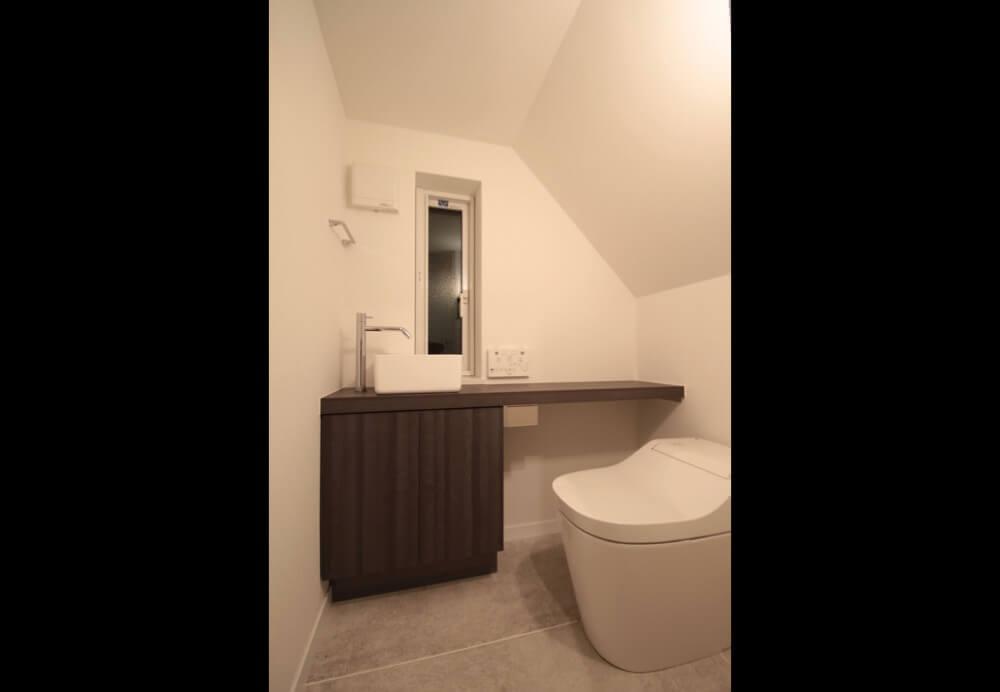 世田谷区注文住宅:SI邸のトイレ手洗い画像