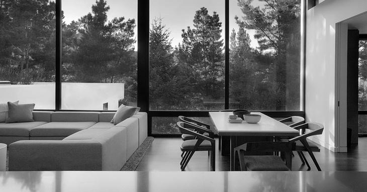 Hillsborough II Residence By MAK Studio Architects