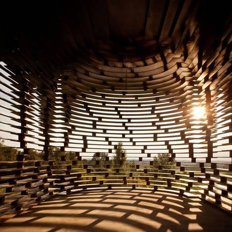 Reading-between-the-Lines-by-Gijs-Van-Vaerenbergh 2