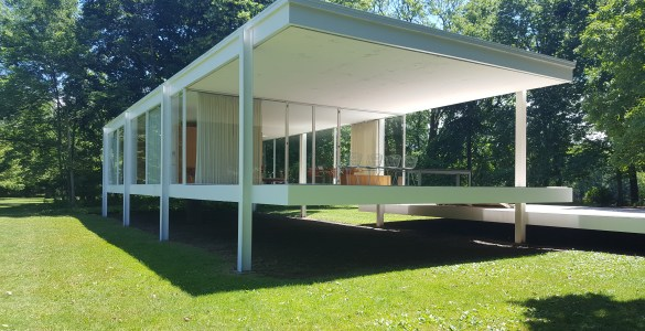 Farnsworth_House_in_Plano by Mies van der Rohe