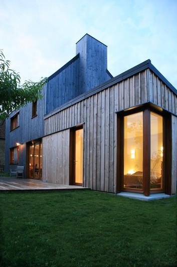 https://i0.wp.com/www.architectes-paris.info/wp-content/uploads/2017/11/Une_Maison_Coudeville_sur-Mer_Lemerou-Architecture_PHOTO_FABIENNE_DELAFRAYE.jpg?resize=353%2C530