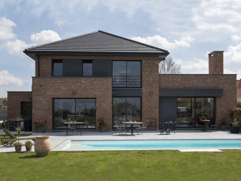 Maison semicubique en briques