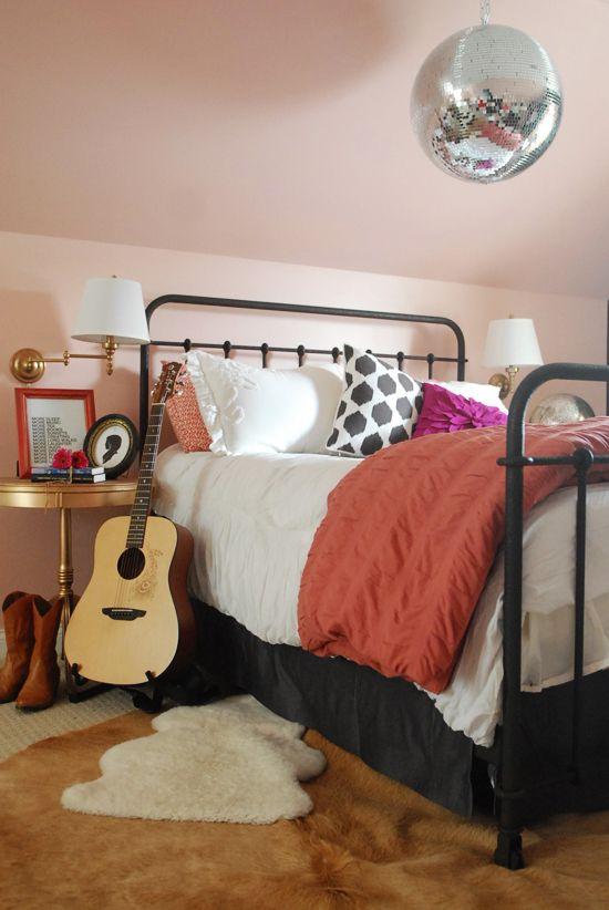 Modern Girl Bedroom Wallpaper 40 Vintage Iron Beds