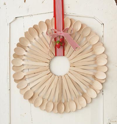 25 Creative DIY Wooden Spoons Crafts