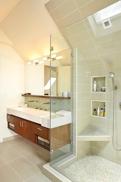 Efficient Use Of Your Attic: 18 Sleek Attic Bathroom