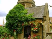 15 Lovely Small Cottages That Will Catch Your Eye