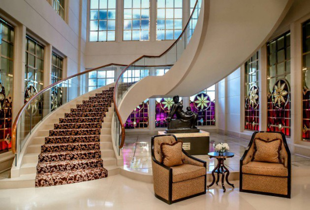 12 Glorious Mansion Staircase Designs That Are Going To