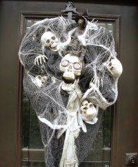 15 Really Spooky Halloween Wreath Designs To Adorn Your ...