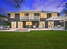 18 Glamorous Traditional Home Exterior Designs You Won't ...