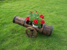 19 Surprisingly Awesome DIY Garden Decorations That ...