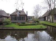 The Venice Of The North - Giethoorn - The Village With No ...