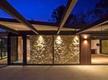 The Warrandyte House in Melbourne by Alexandra Buchanan ...