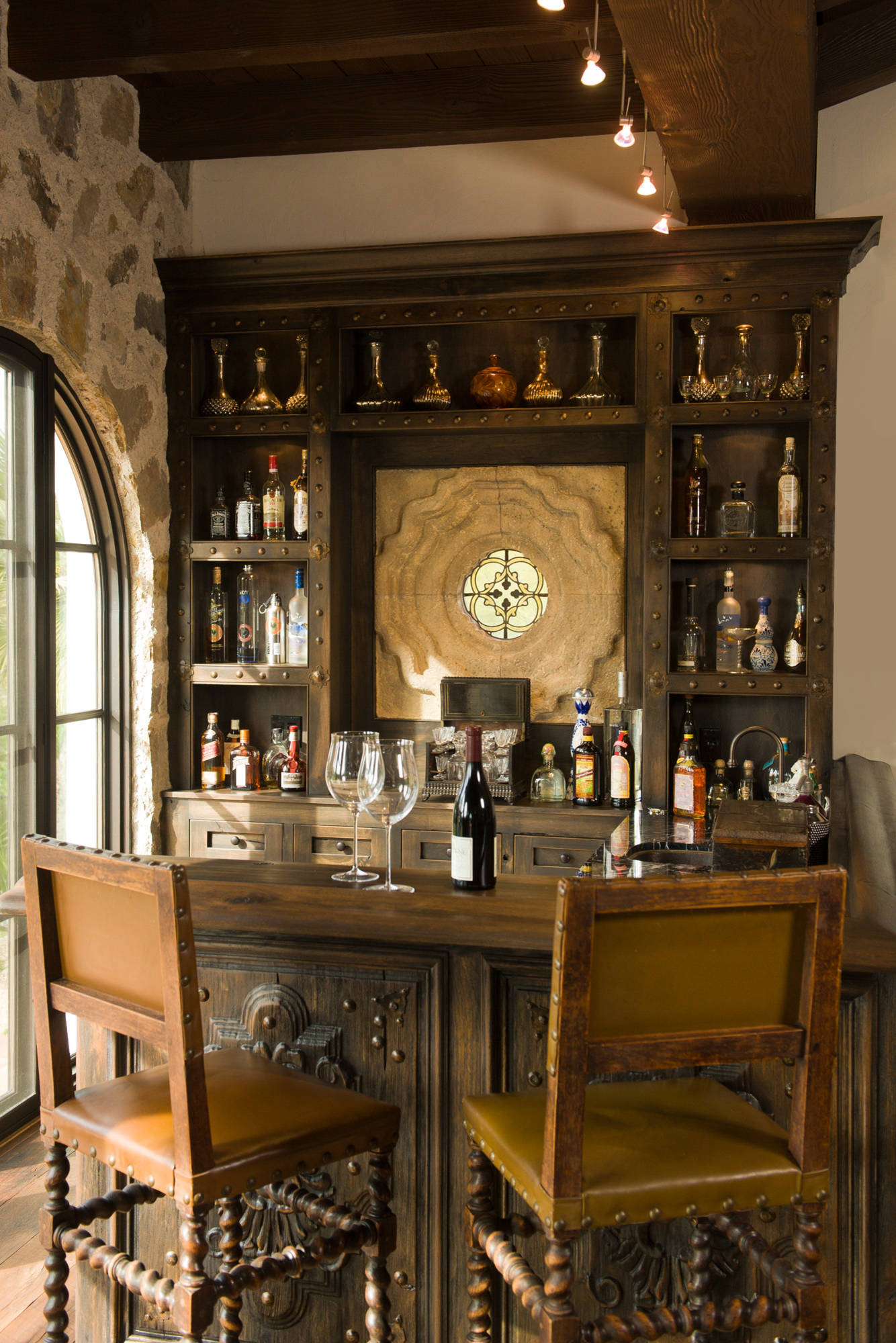 18 Seductive Mediterranean Home Bar Designs For Leisure In