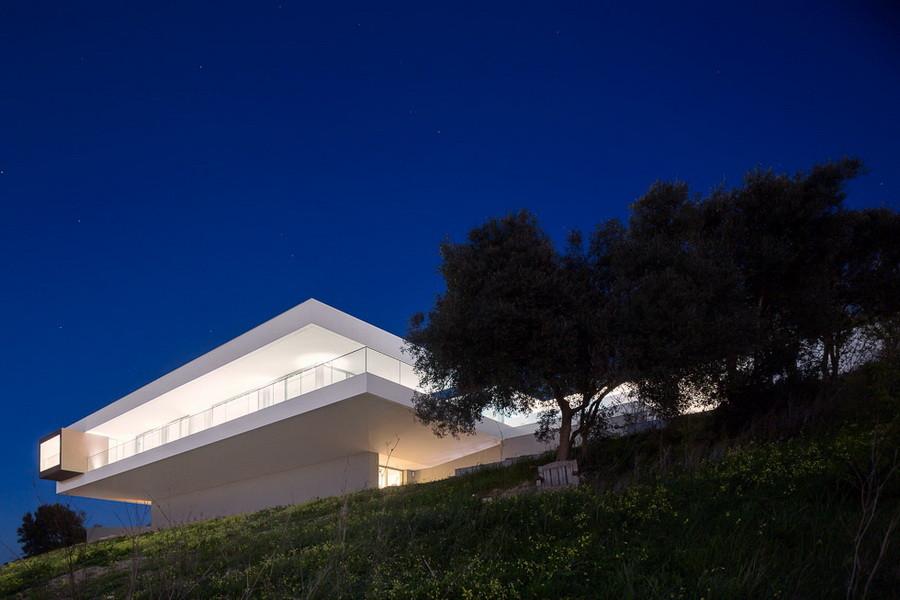 Villa Escarpa by Mario Martins in Luz Portugal