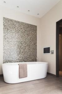 18 Gorgeous Bathroom Mosaics That You Shouldn't Miss