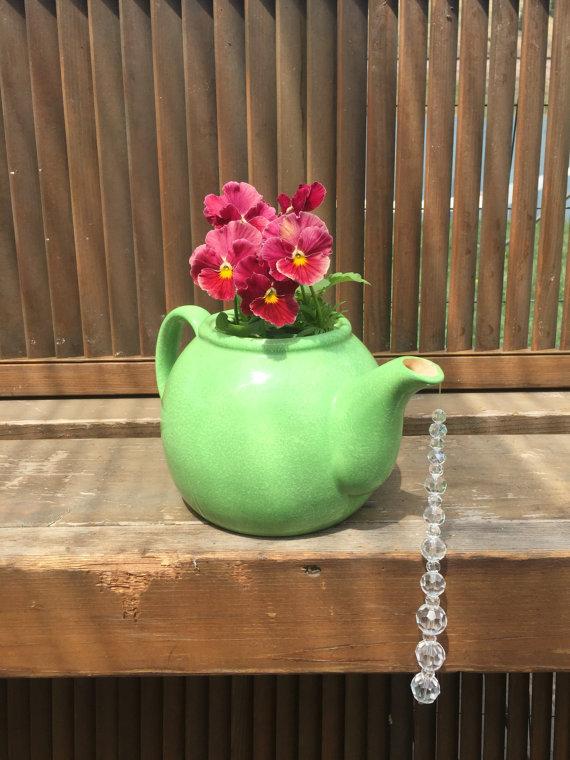 17 Irresistible DIY Teapot Garden Decorations That You