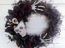18 Spooky Handmade Halloween Wreath Designs For Your Front ...
