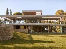 Home in the Pine Forest by Ramon Esteve Estudio in ...