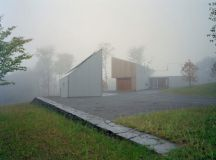 Putney Mountain House by Kyu Sung Woo Architects in Putney ...